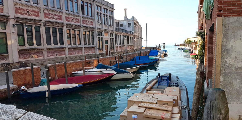 Mostra venezia barca trasporto